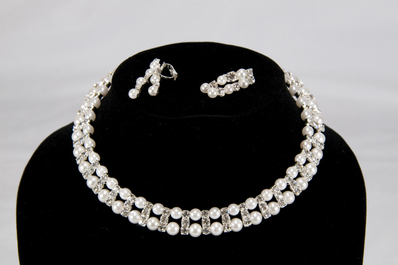 Swarovski Pearl and Crystal Necklace Earrings Set